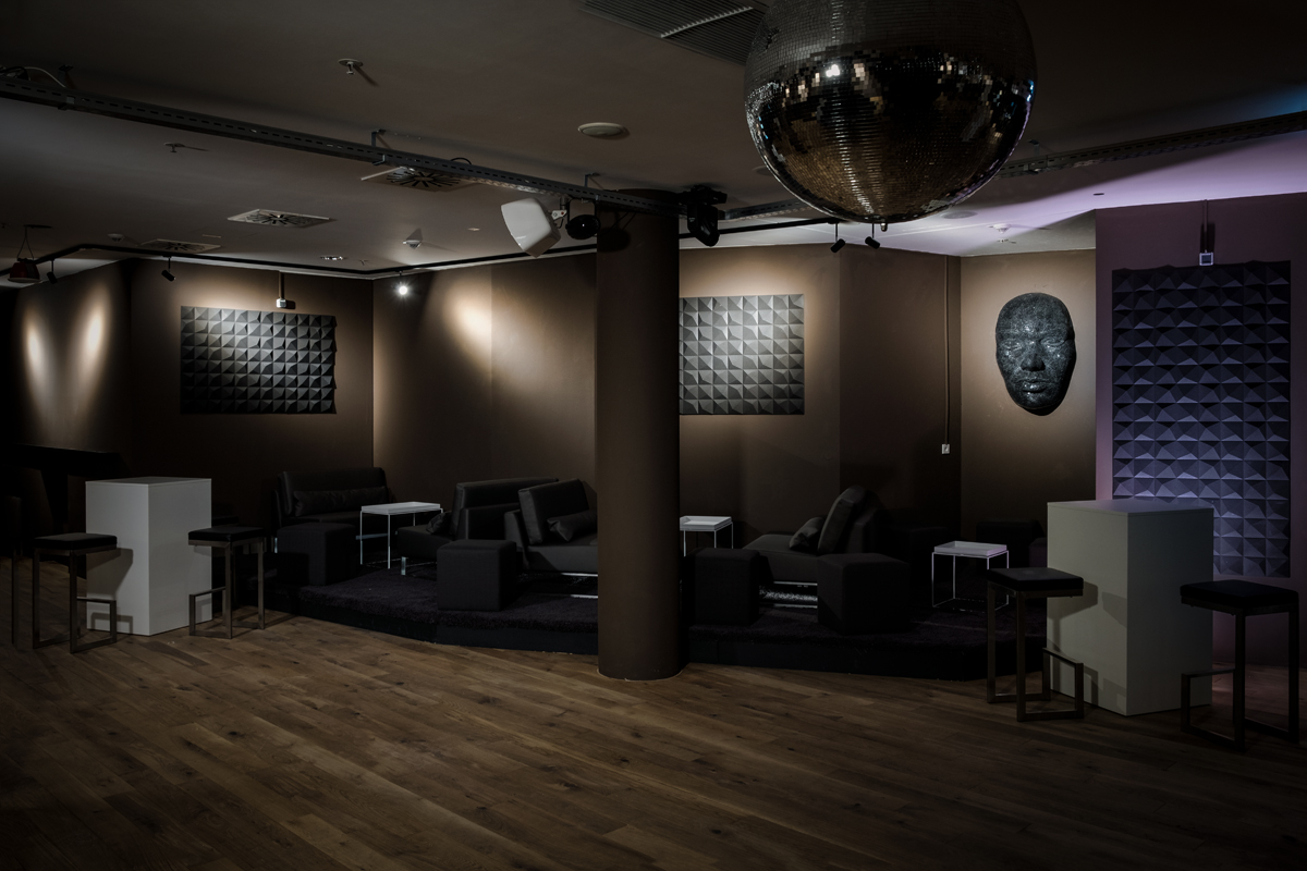1_copper_room_event_location_podest_III