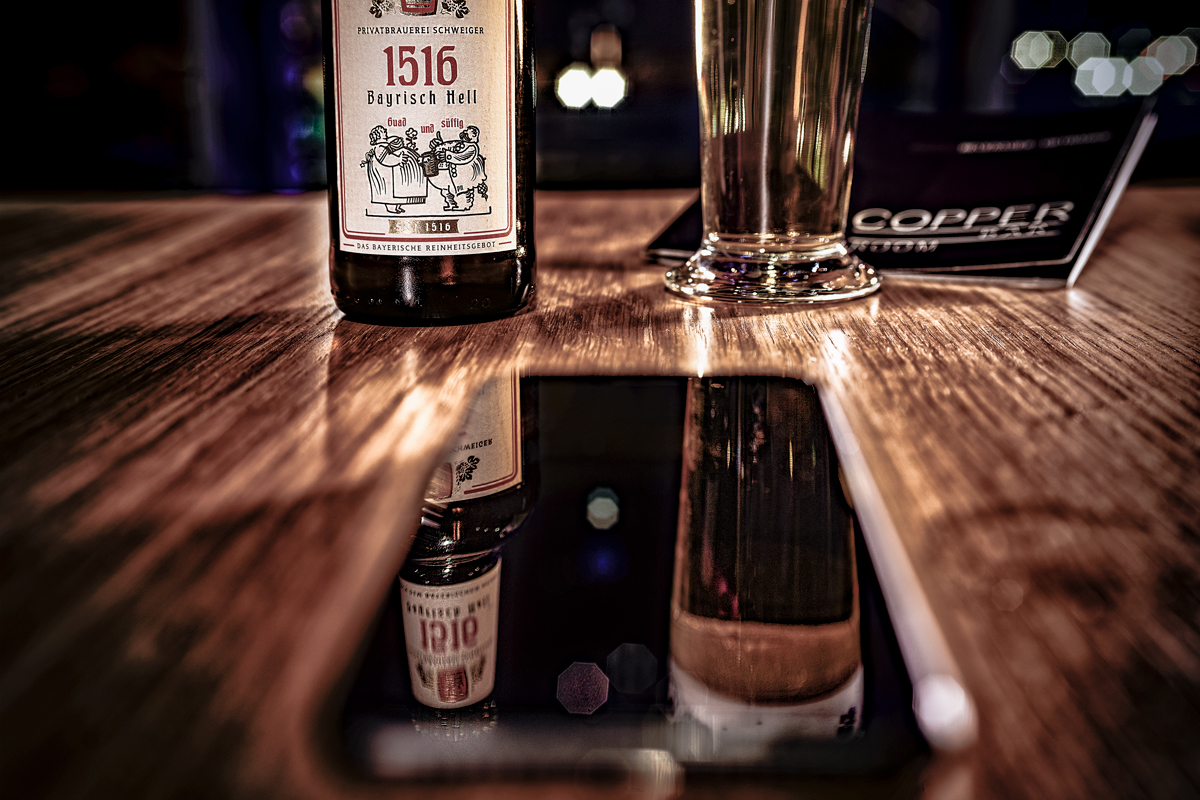 copper_bar_frankfurt_quitting_time_bier_handy